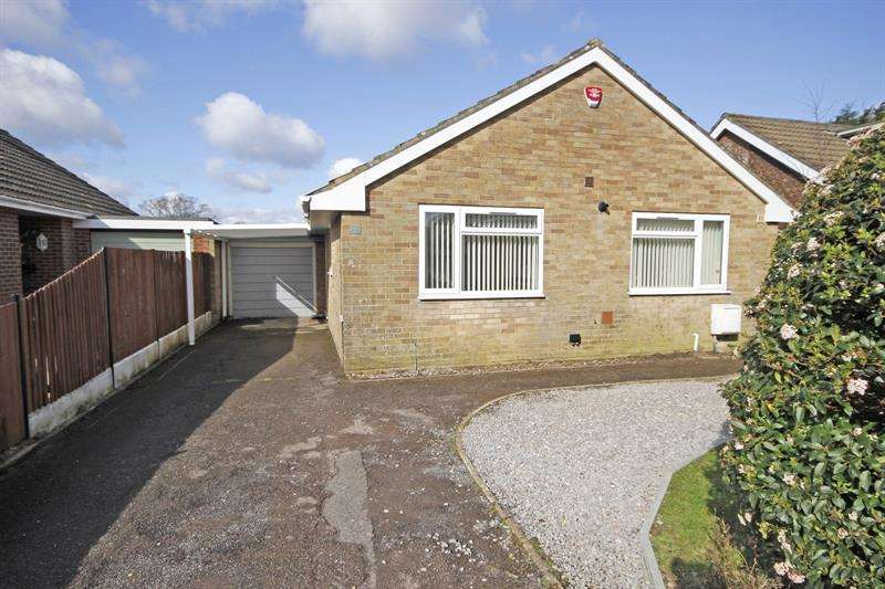 3 Bedrooms Bungalow for sale in Cruse Close, Sway, Lymington, Hampshire, SO41