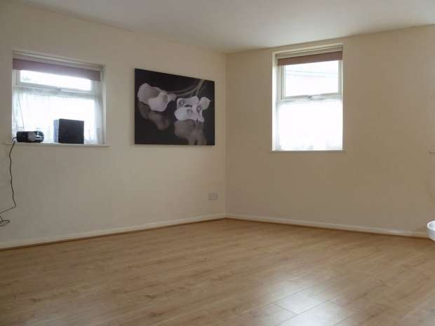 1 Bedroom Studio Flat for rent in Vandyke Road, LEIGHTON BUZZARD, Bedfordshire