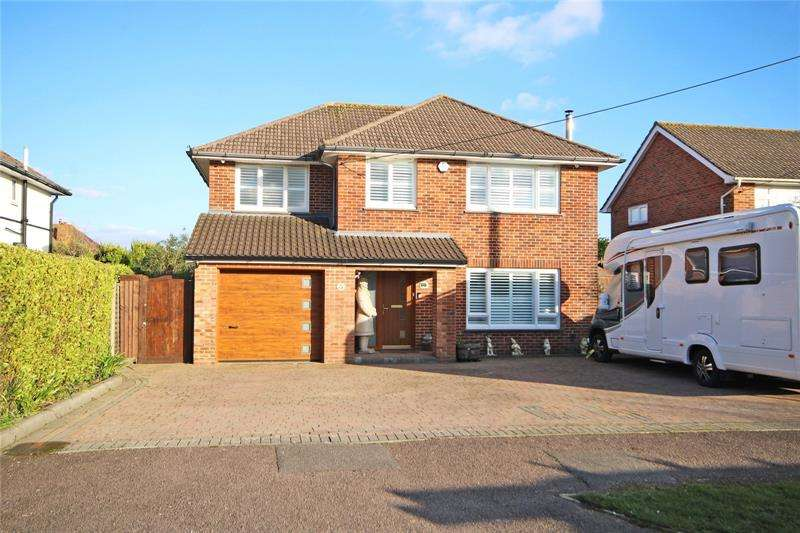 4 Bedrooms Detached House for sale in Barton Drive, Barton on Sea, New Milton, Hampshire, BH25