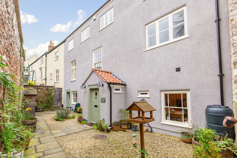 4 Bedrooms Town House for sale in Stunning period home in quiet central location