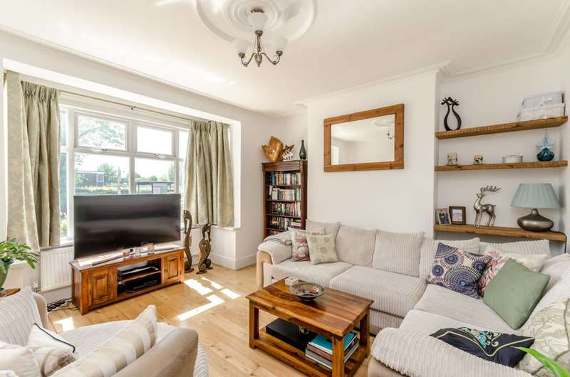 2 Bedrooms Flat for sale in Burntwood Lane, Wandsworth Common, SW17