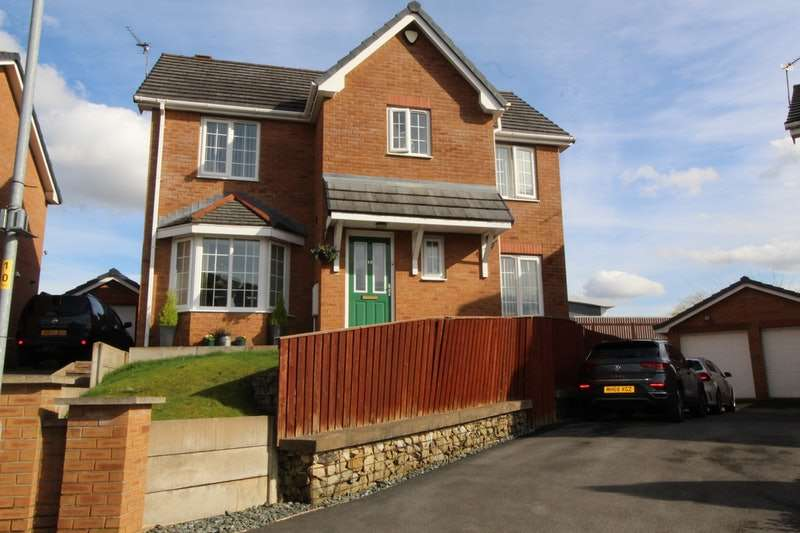 3 Bedrooms Detached House for sale in Whernside Avenue, Manchester, Greater Manchester, M40