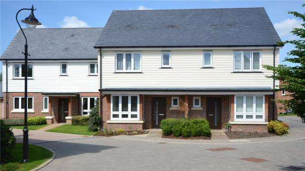 3 Bedrooms Terraced House for sale in Kingfishers, Fleet, Hampshire