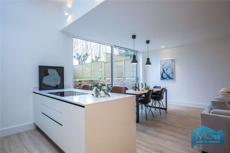4 Bedrooms Semi Detached House for sale in The Walled Mews, Avenue Road, Southgate, London, N14