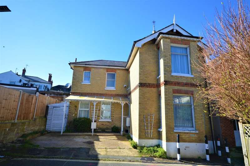 4 Bedrooms Detached House for sale in Central Town Location
