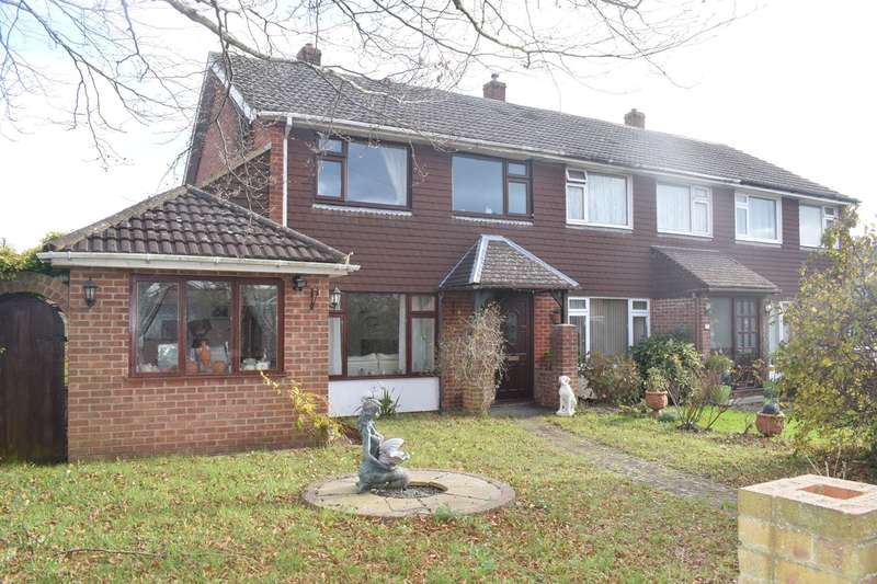 3 Bedrooms Semi Detached House for sale in Mendips Road, Fareham, PO14