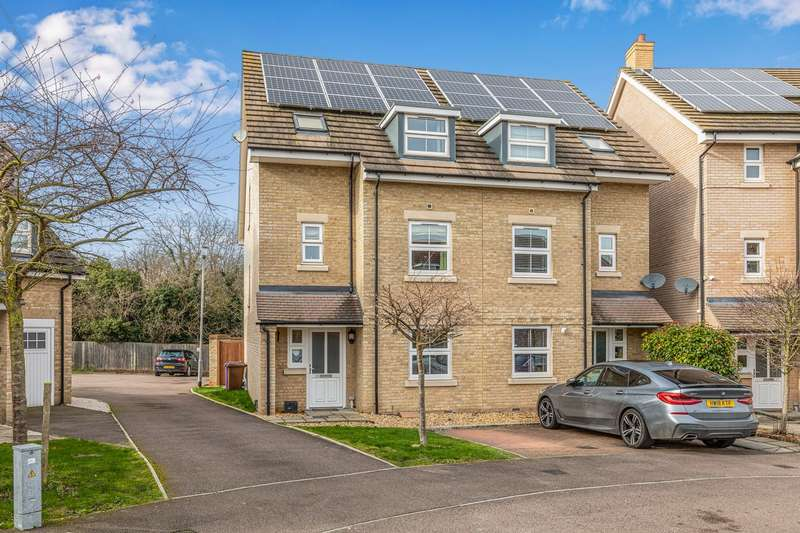 4 Bedrooms Semi Detached House for sale in Browning Close, Royston, SG8