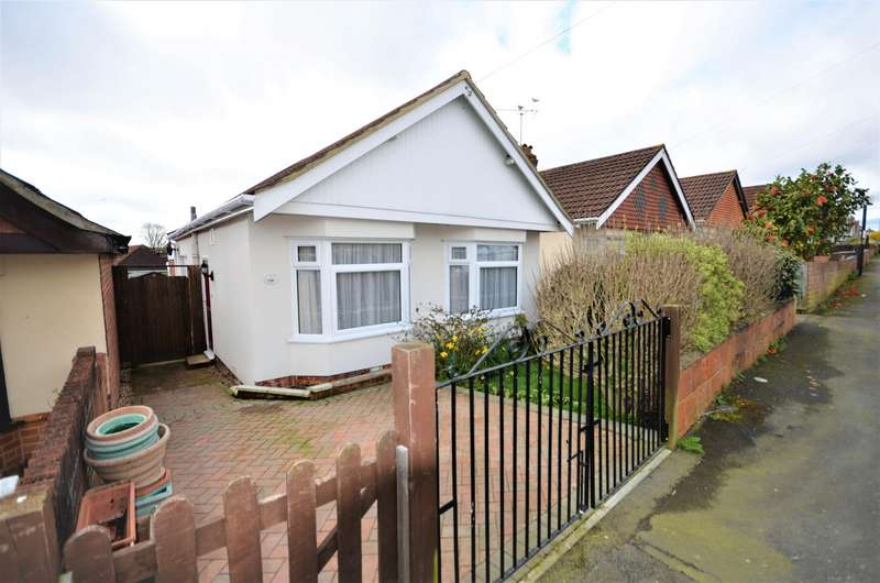 2 Bedrooms Detached Bungalow for sale in Wycliffe Road, Southampton, SO18