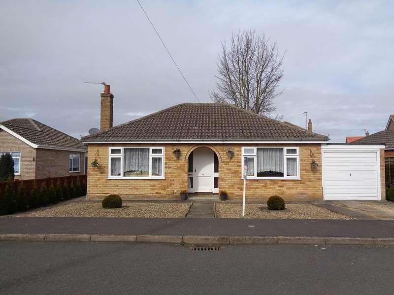 2 Bedrooms Detached Bungalow for sale in St Marys Garden, Long Sutton, Spalding, Lincs, PE12 9DU