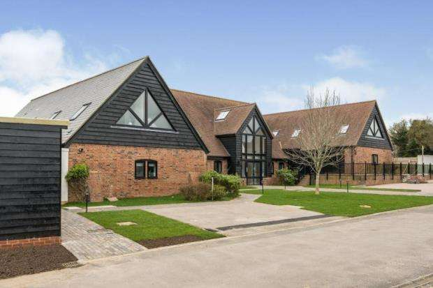 2 Bedrooms House for sale in Bramley, Tadley, Hampshire