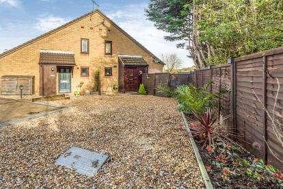 2 Bedrooms Terraced House for sale in Uplands, Stevenage, Hertfordshire, England