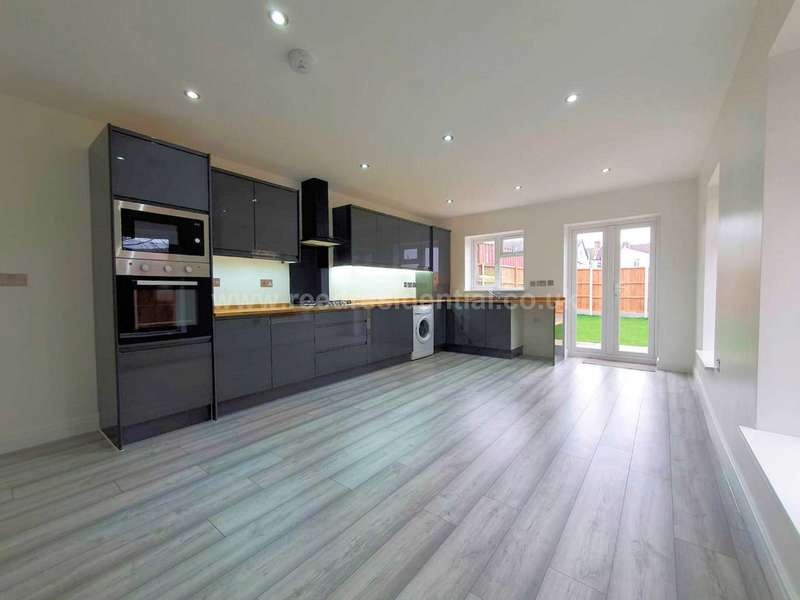 4 Bedrooms House for sale in Victoria Avenue, Southend On Sea