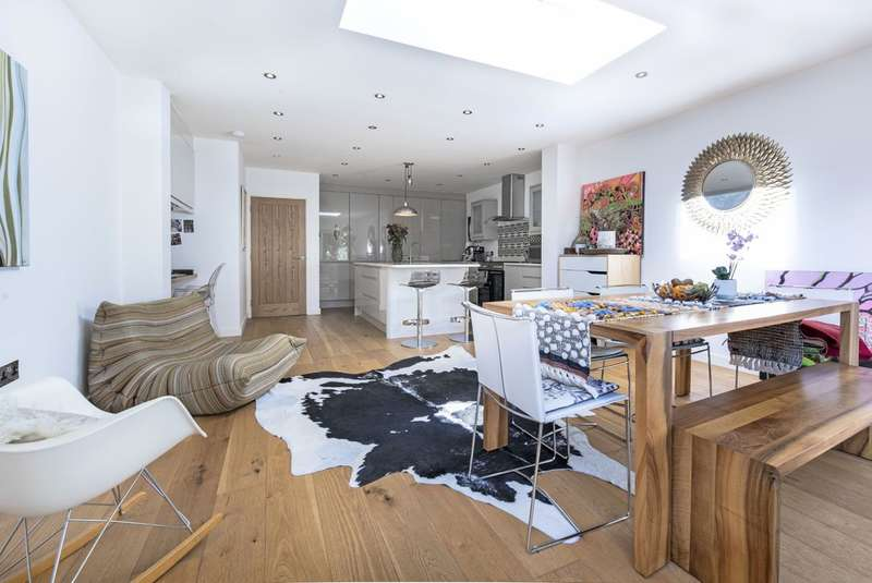 3 Bedrooms End Of Terrace House for sale in Wisley Road, London, SW11