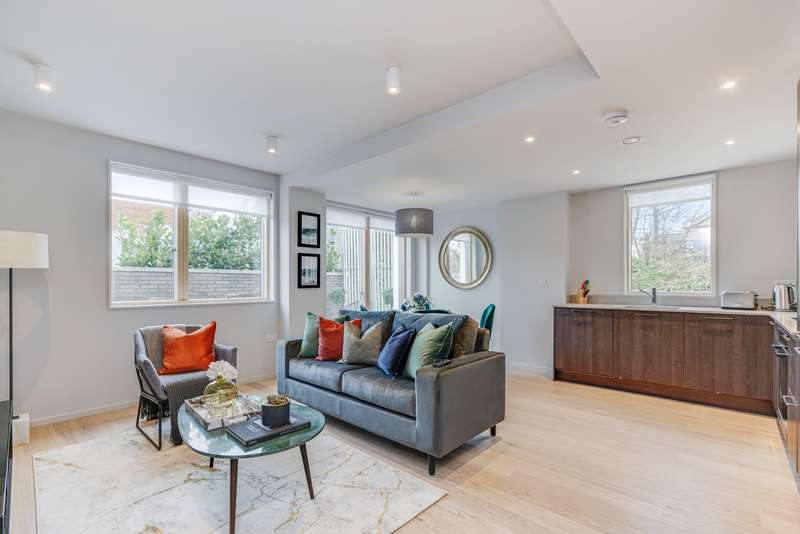 3 Bedrooms House for sale in House 75c, Knollys Road, Tulse Hill, London