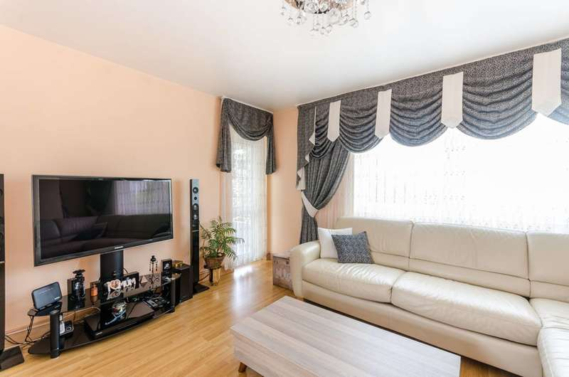 3 Bedrooms Flat for sale in Somerford Grove Estate, Stoke Newington, N16