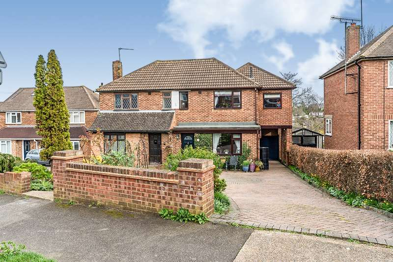 4 Bedrooms Semi Detached House for sale in Barberry Avenue, Chatham, Kent, ME5