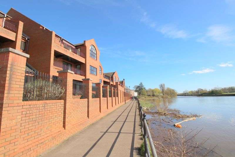 3 Bedrooms Apartment Flat for sale in Trews Weir, St Leonards, Exeter