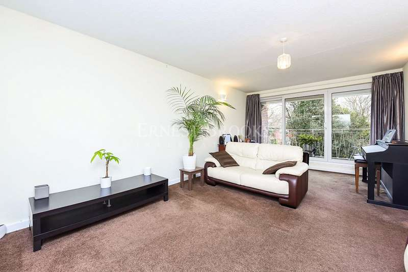 2 Bedrooms Apartment Flat for sale in Wolsey Court, Court Road, SE9