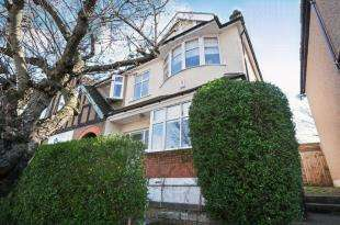 3 Bedrooms End Of Terrace House for sale in Witham Road, London, .
