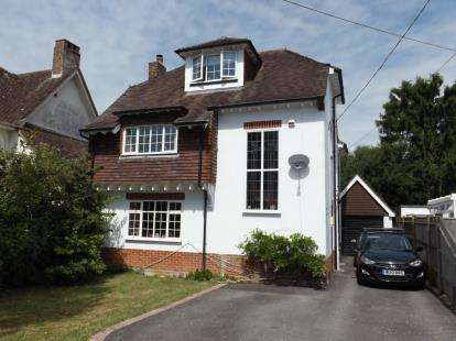 4 Bedrooms Detached House for sale in Ashurst, Hampshire