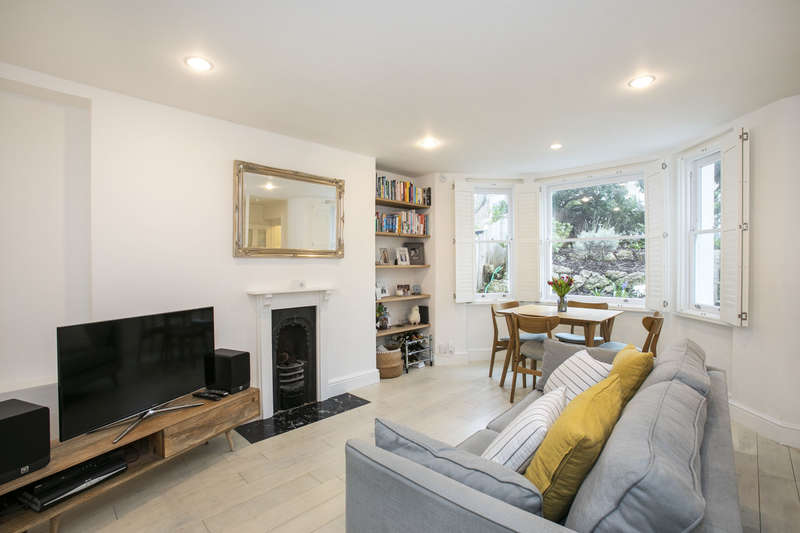 2 Bedrooms Flat for sale in Spenser Road, Herne Hill