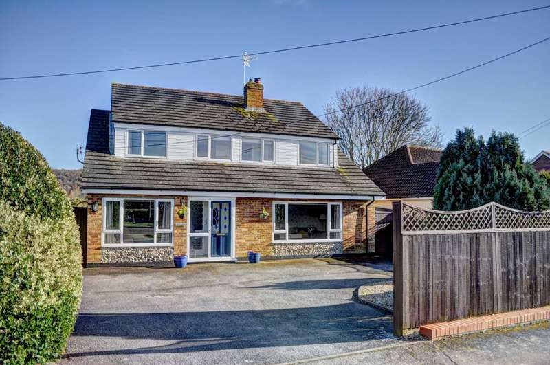 5 Bedrooms Detached House for sale in Monks Risborough - Spacious Versatile Living