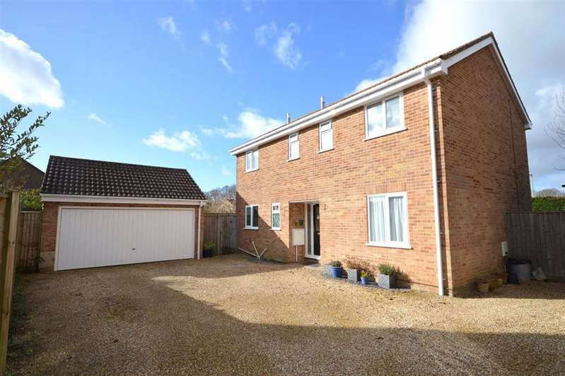 4 Bedrooms Detached House for sale in New Milton