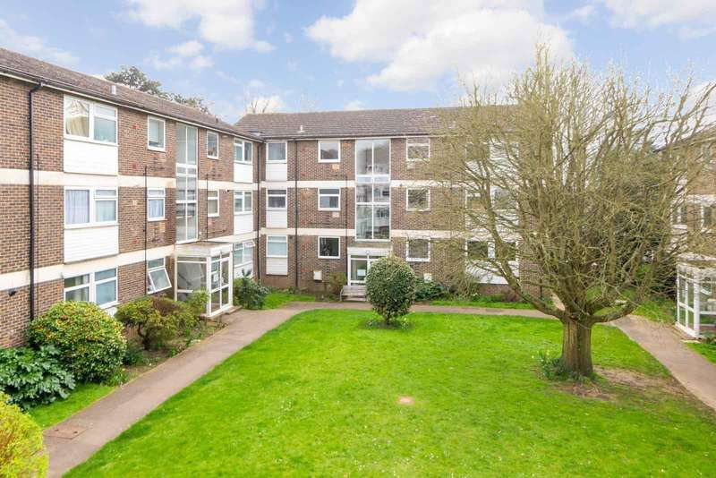 2 Bedrooms Apartment Flat for sale in Pine Lodge, Tonbridge Road, Maidstone, ME16