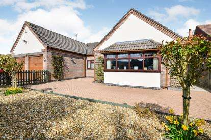 3 Bedrooms Bungalow for sale in Emerald Grove, Kirkby-In-Ashfield, Nottingham, Nottinghamshire