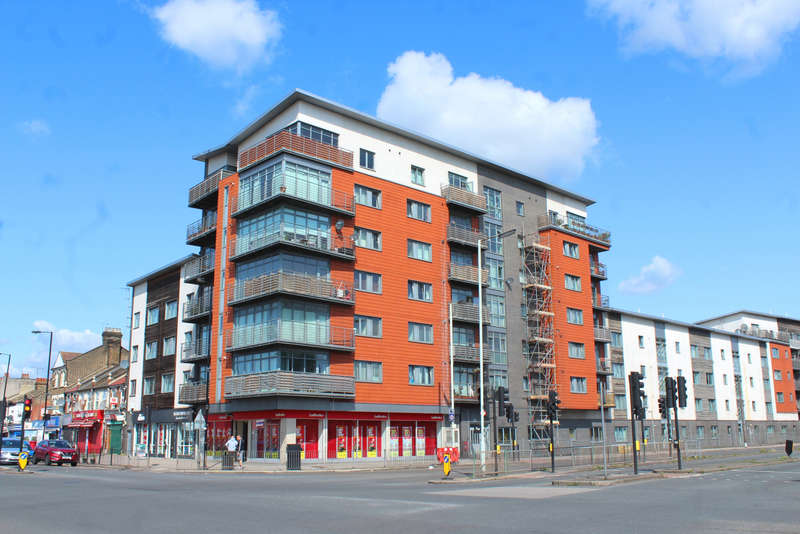 2 Bedrooms Flat for sale in The Roundway, London N17