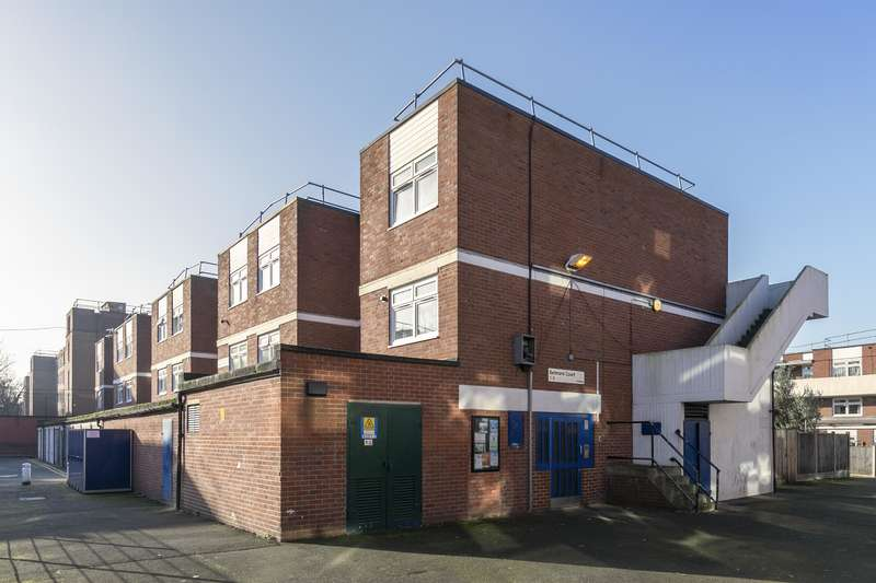 3 Bedrooms Ground Maisonette Flat for sale in Holmleigh Road Estate, London, N16