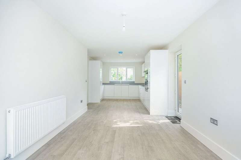 4 Bedrooms Detached House for sale in Robins Close, Lenham, Maidstone, Kent, ME17