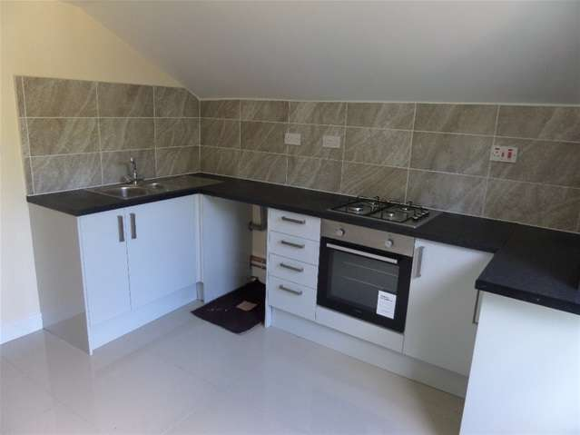 2 Bedrooms Flat for sale in Norwood Road, London