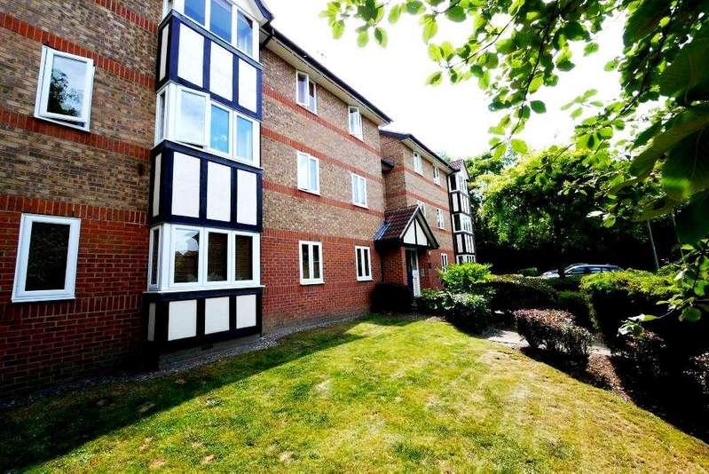 2 Bedrooms Flat for sale in Deer Close, Hertford