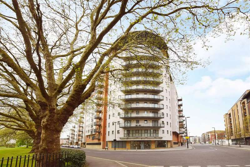 2 Bedrooms Flat for sale in Orchard Place, Southampton, Southampton, SO14 3HW