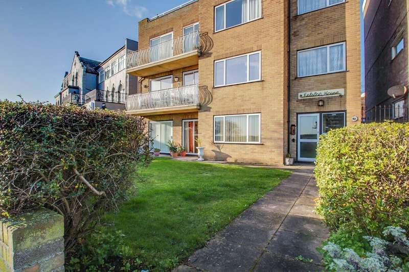 3 Bedrooms Flat for sale in Marine Parade East, Clacton-On-Sea