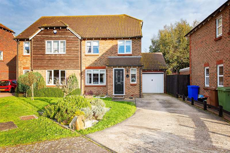 3 Bedrooms Semi Detached House for sale in Kingfisher Close, Iwade, Sittingbourne