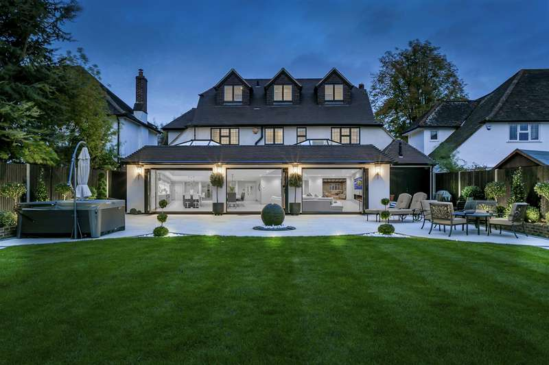 6 Bedrooms Detached House for sale in Longcroft Avenue, Banstead