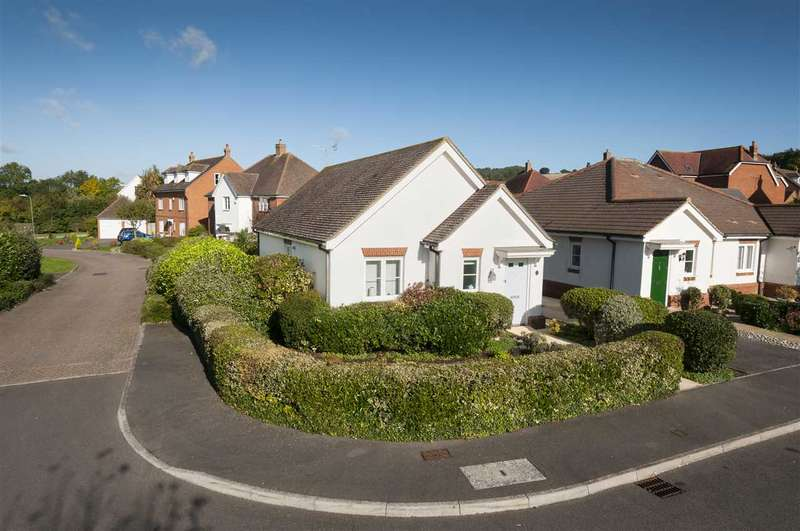 2 Bedrooms Detached Bungalow for sale in Ellen Close, Charing