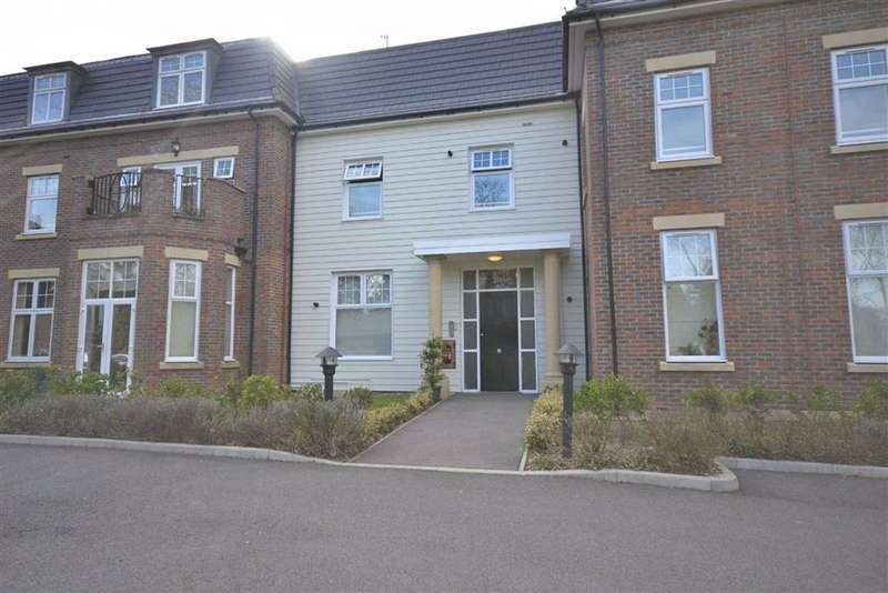 3 Bedrooms Flat for rent in Beech Hill, Hadley Wood, Hertfordshire