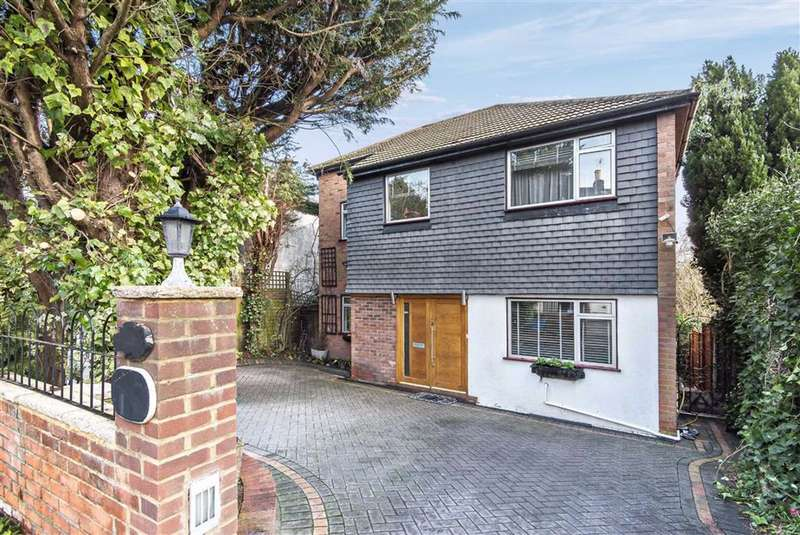 4 Bedrooms Detached House for sale in Barnet Road, Arkley, Hertfordshire