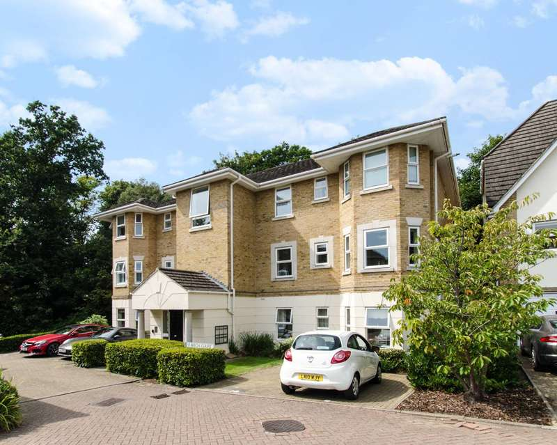 2 Bedrooms Flat for rent in Penners Gardens, Surbiton, KT6