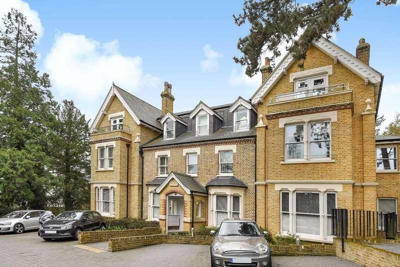 2 Bedrooms Flat for sale in Piercing Hill, Theydon Bois, Essex