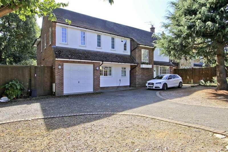 5 Bedrooms Detached House for sale in Warren Road, Ickenham, UB10