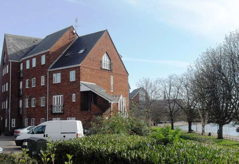 3 Bedrooms Property for rent in Sovereigns Quay, Bedford MK40
