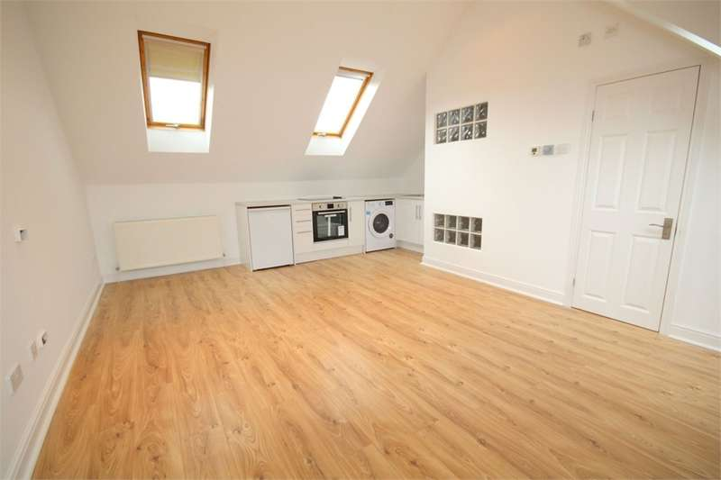 Studio Flat for rent in Summerhouse Lane, Harefield, Middlesex