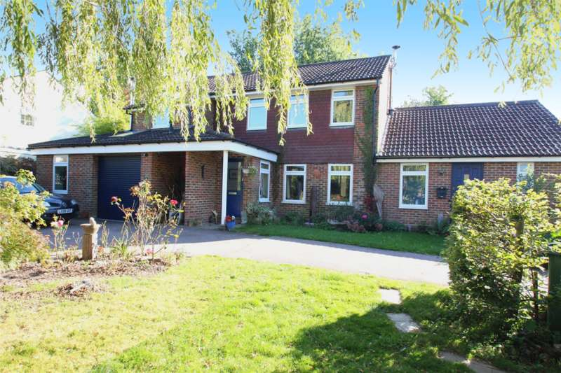4 Bedrooms Detached House for sale in Gage Ridge, Forest Row, RH18
