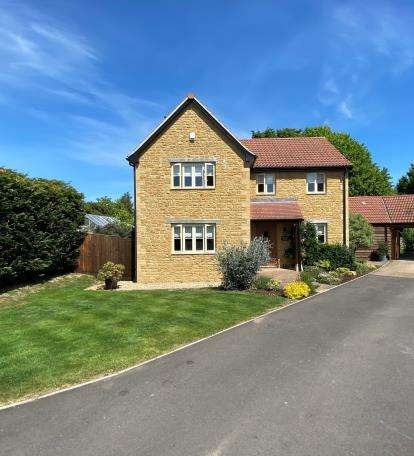 4 Bedrooms Detached House for sale in Merriott, Somerset
