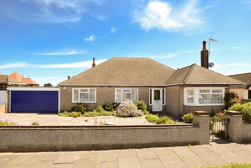 4 Bedrooms Detached Bungalow for sale in Central Avenue, Herne Bay