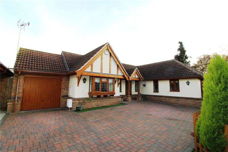 3 Bedrooms Bungalow for sale in Gloucester Avenue, Rayleigh, Essex, SS6